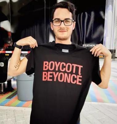 "Beyoncé added a ""Boycott Beyoncé"" T-shirt to her concert merchandise. (Image via The Hollywood Gossip)"